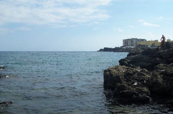 Hotel Ognina Catania: Spiaggia dietro l'Hotel