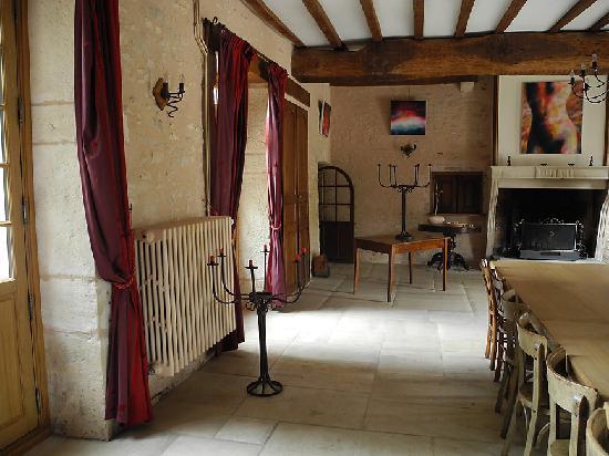 Domaine de Moulin Madame: main room lobby