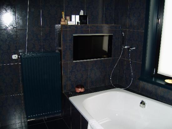 Main Street Hotel: The Luxuriously appointed bathroom