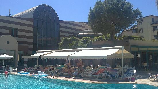The Sense De Luxe Hotel: Hall d'entrée (vue de derrière)