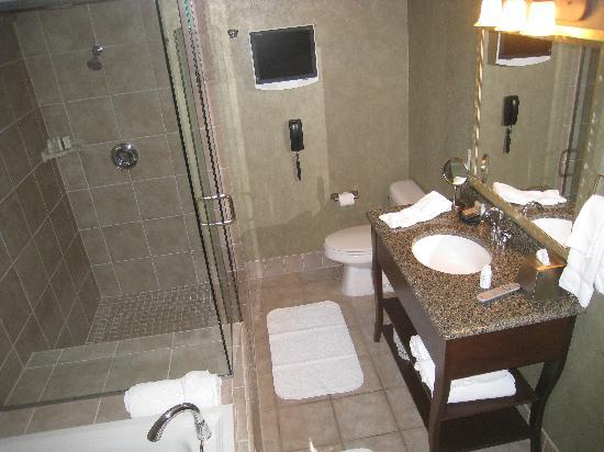 Surfsand Resort: bathroom