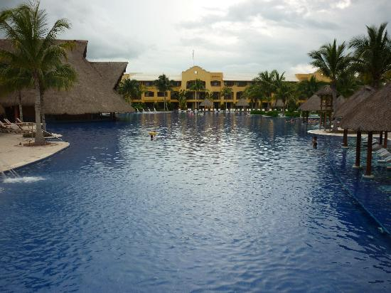Barcelo Maya Palace: pool
