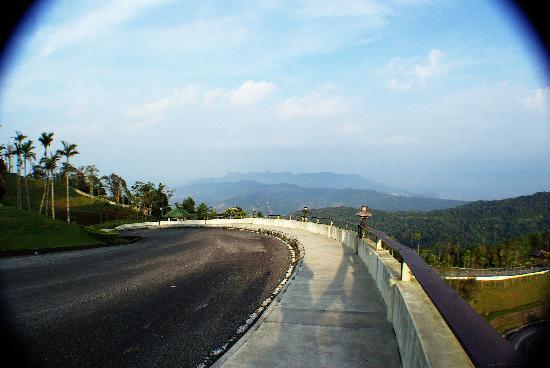 Gunung Raya: Panoramic view over Machinchang Range
