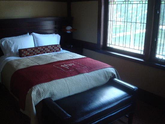 Historic Park Inn Hotel: Bedrom overlooking Park