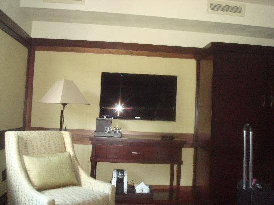 Historic Park Inn Hotel: Bedroom with Flatscreen