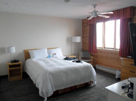 Riotel Perce: chambre avec grosse douillette de duvet