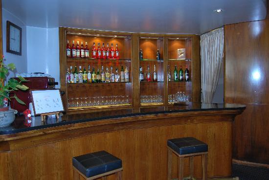 อโปเกีย ซิริโอ เวนิซ: Le bar