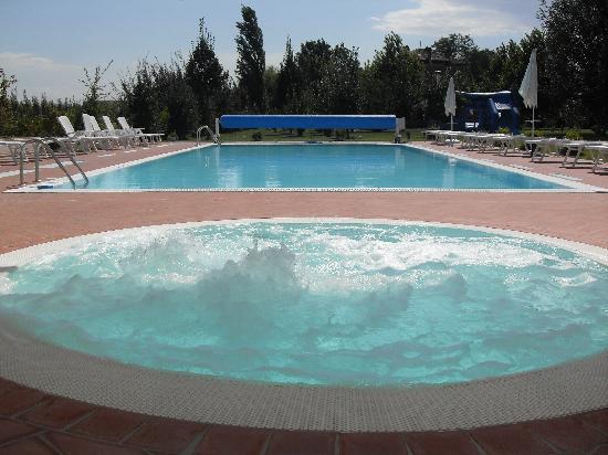 Agriturismo Lama di Valle Rosa: piscina moving roof