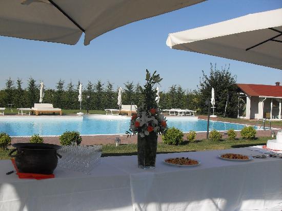 Agriturismo Lama di Valle Rosa: buffet a bordo piscina