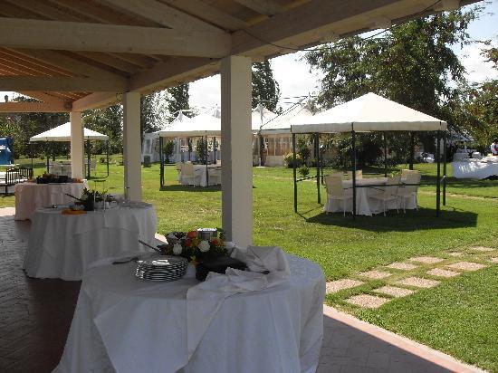 Agriturismo Lama di Valle Rosa: buffet sotto il portico