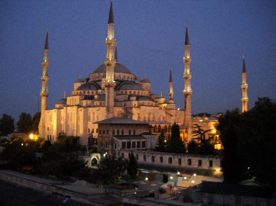 Blue House Hotel: Blue Mosque at 6:15 AM from the roof restaurant