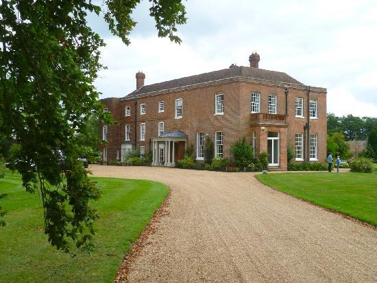 Starborough Manor: Hotel-Zufahrt