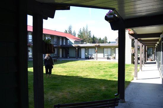 Copper Valley Resort: Inner courtyard