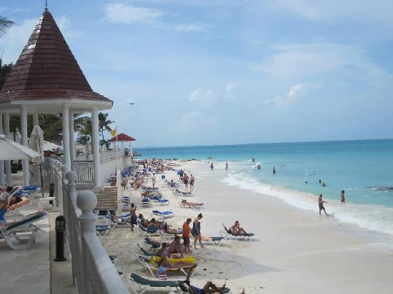 Hotel Riu Cancun: The beach area