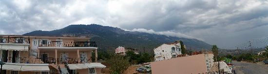 Saoulas Studios: View from pool to mount Ainos (Panorama)