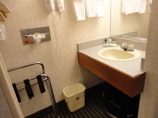 Best Western Seven Oaks Hotel: Sink on the other side.