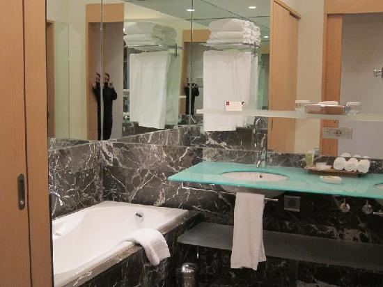 Hotel Marques de Riscal a Luxury Collection Hotel: palatial bathroom - twin sinks, deep tub, separate shower
