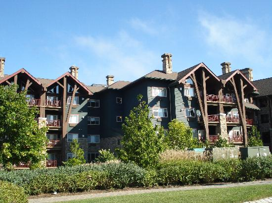 Grand Cascades Lodge: exterior view