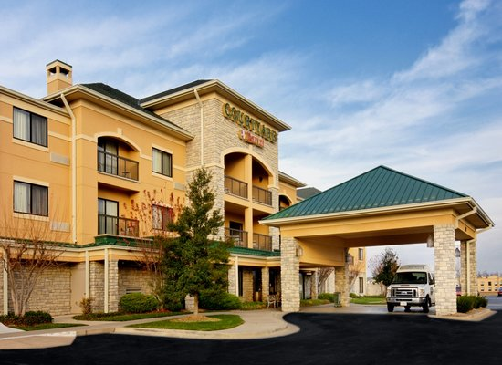 Courtyard by Marriott Springfield Airport: Entrace view