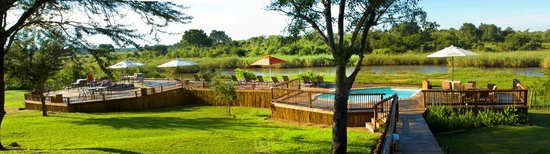 Sabie River Bush Lodge: A view from the Lodge towards the Sabie River and Kruger National Park