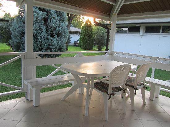 Camping Village Marina di Venezia: breakfast on patio