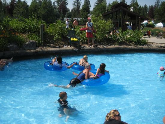 Silverwood Theme Park: Cruisin' down the river