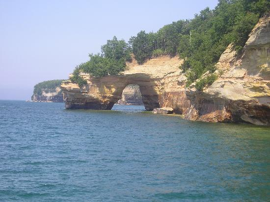 Pictured Rocks Cruises: Arch