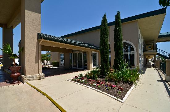 BEST WESTERN Marble Falls Inn: Main Entrance