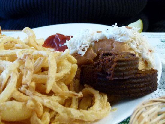 The Blue Bird Ranch Restaurant: Crab roll & brown bread