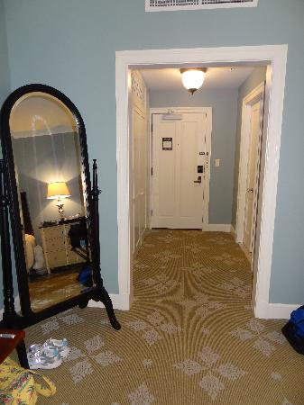 Omni Bedford Springs Resort: Foyer of our Room