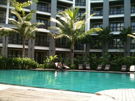 โรงแรมพูลแมน บาหลี ลีเกี้ยน เนอร์วานา: piscine du jardin