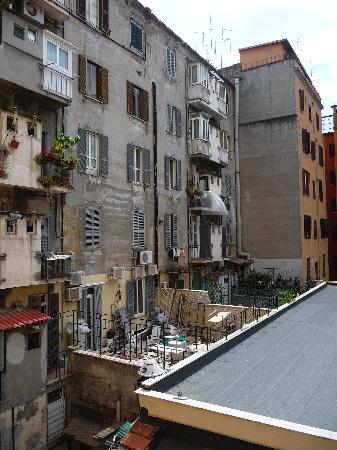 โรงแรมเยส: view from hotel window