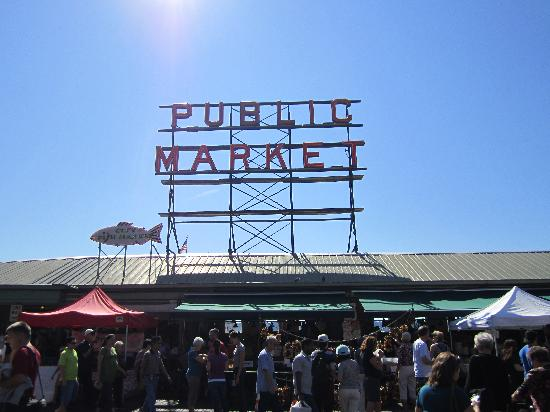 Pike Place Market: the famous sign