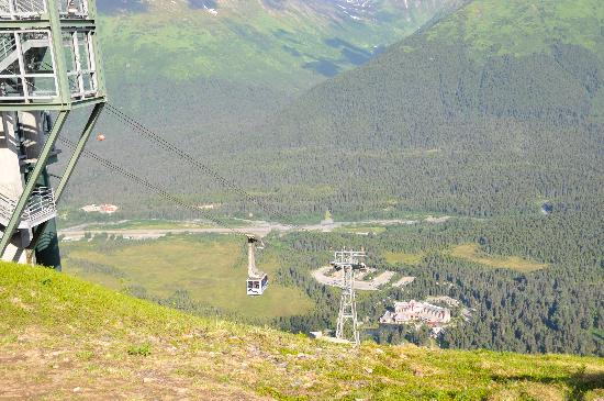 Hotel Alyeska: Another tram view