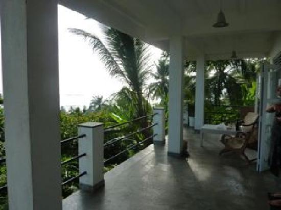 Lara's Place: veranda