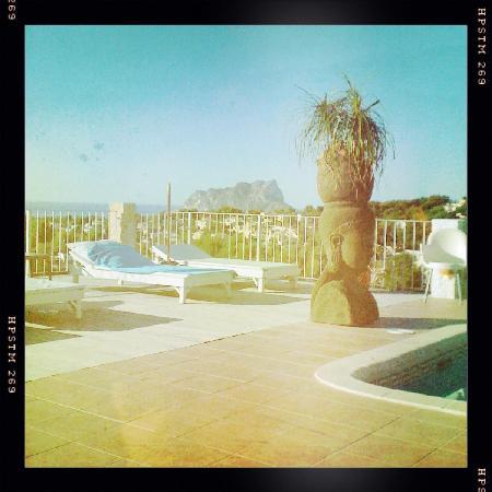 Caballito de Mar: Pool overlooking the coast