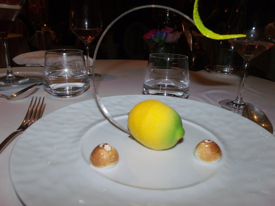 La chevre d 39 or eze restaurant reviews phone number for Cafe du jardin eze
