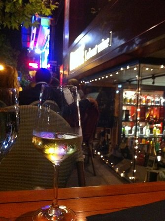 Rouge Wine House: wine and dine