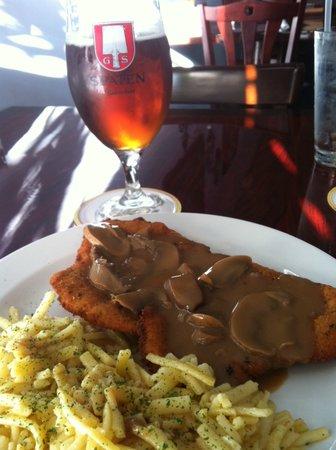 Mary's German Restaurant: Jagerschnitzel, spatzle and Spatan Oktoberfest