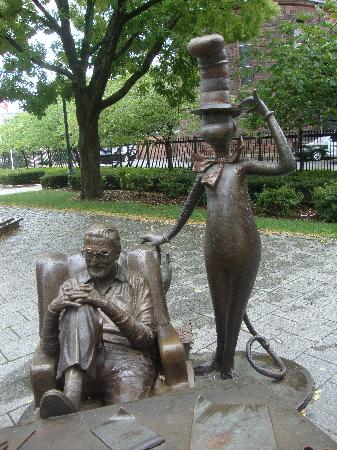 Springfield, MA: Dr. Suess and Cat in the Hat