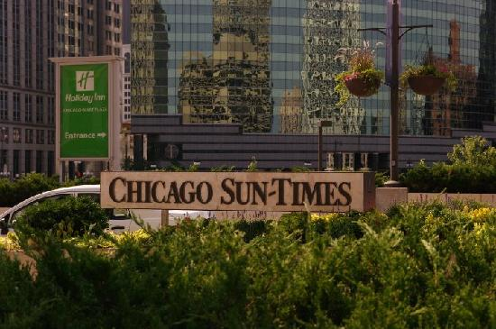 Holiday Inn Chicago Mart Plaza River North: hotel entrance