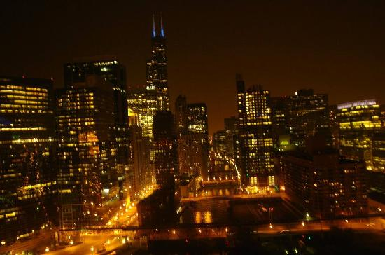 Holiday Inn Chicago Mart Plaza River North: night