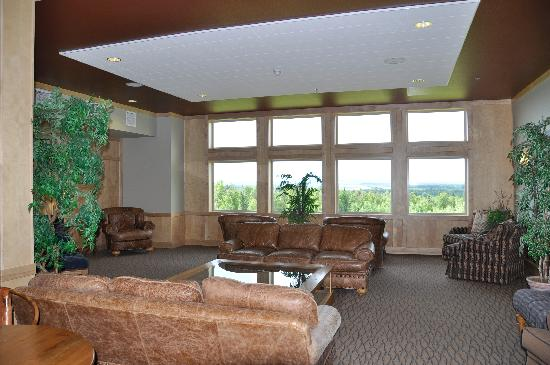 Talkeetna Alaskan Lodge: The lobby on our floor--another place where you would see McKinley if it was in view.