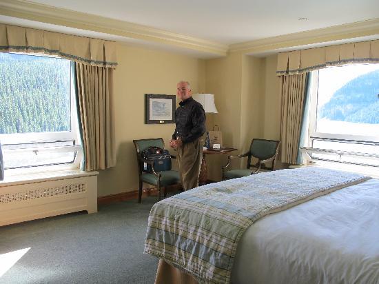 แฟร์มอนต์ ชาโตว์ เลคหลุยส์: Room 885-corner room double the view