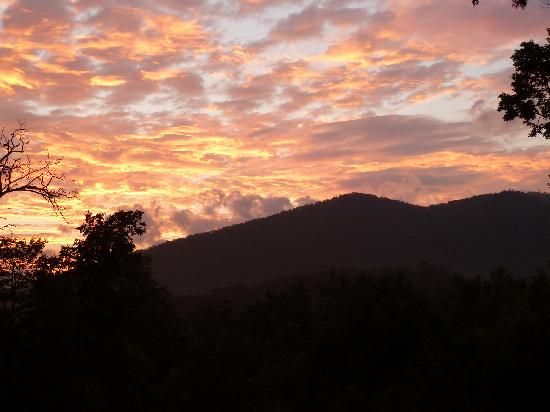 The Mountain Getaway: sunset from the porch
