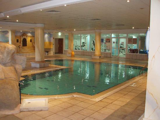 Anastasia Beach Hotel: gym and indoor pool