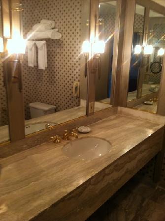 Roberts Riverwalk Hotel: bathroom