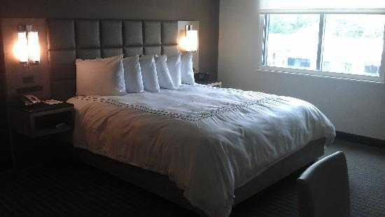 The Hotel at Arundel Preserve: King size bed