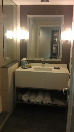 The Hotel at Arundel Preserve: The sink in the bathroom so beautiful