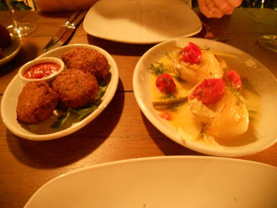 Cezayir : Our starters - chick pea fritters and artichoke hearts in olive oil